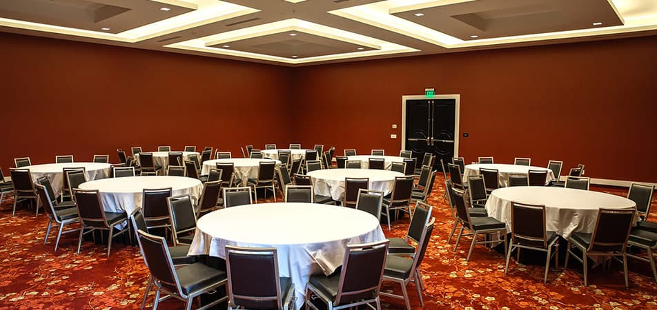 Meeting room with tables and chairs | Davenport Grand