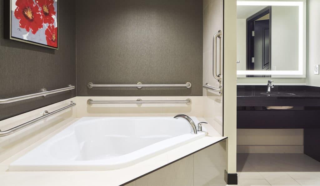 Studio Suite Bathtub | Davenport Grand