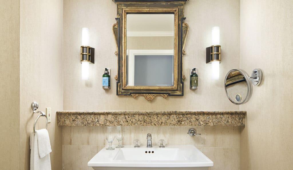 Davenport Lusso Deluxe Room Bathroom