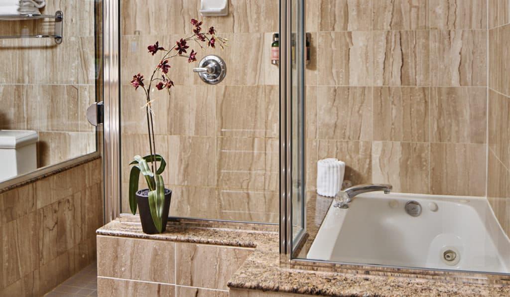 Davenport Lusso | Suite Bathroom