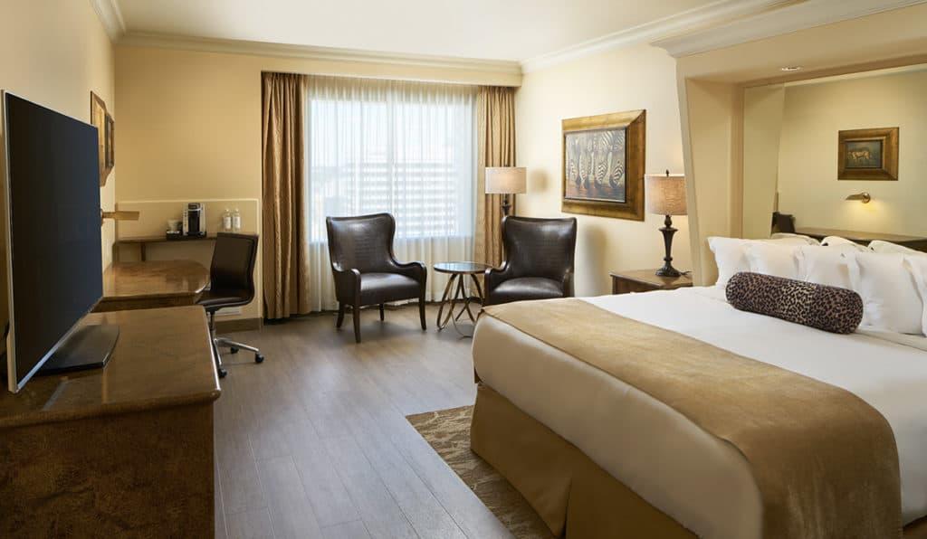 Davenport Tower Deluxe King bed bedroom