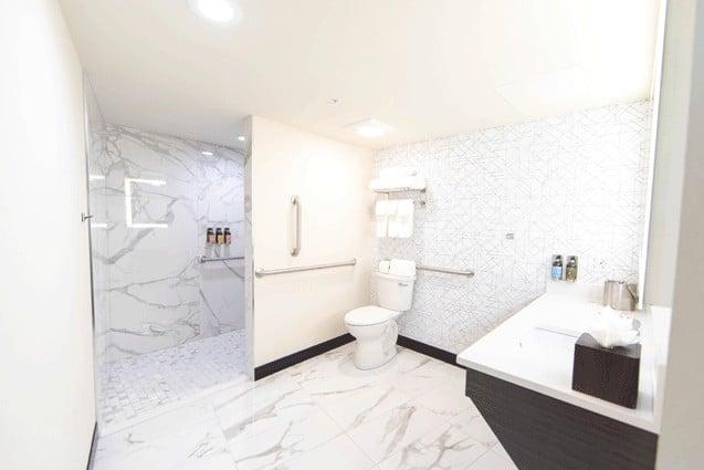 Bathroom | Accessible Deluxe King | Davenport Centennial