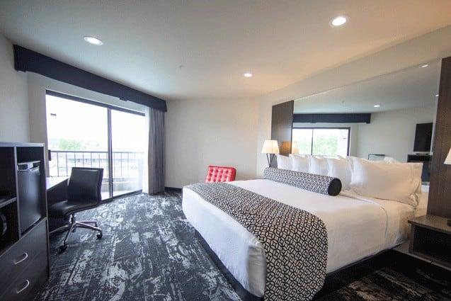Bedroom of Centennial Trail King Suite | Davenport Centennial