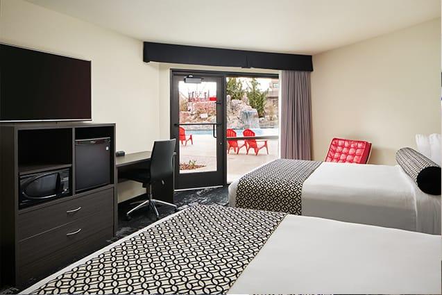 Deluxe Queen Poolside Bedroom | Davenport Centennial