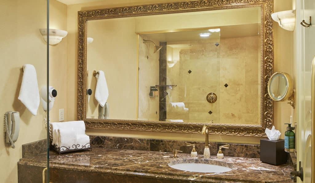 Honeymoon Suite- bathroom | Historic Davenport