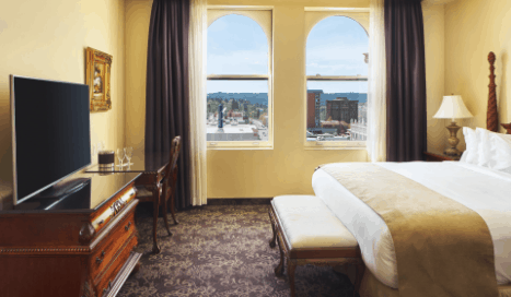 Standard Room | Historic Davenport | Bed and Tv