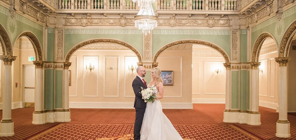 Hall of Doges | Historic Davenport | Wedding picture