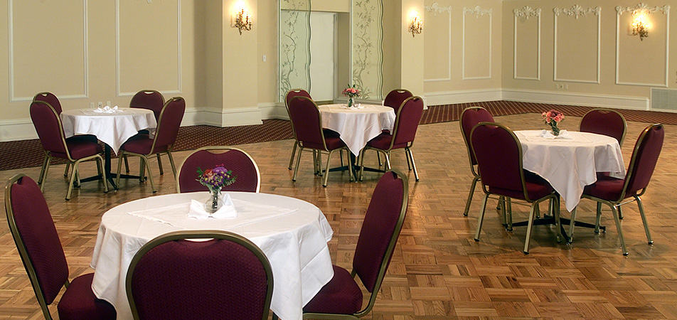 Early bird Event room with circle tables | Historic Davenport