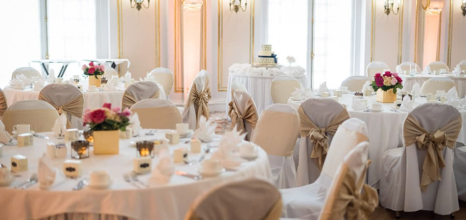 Marie Antoinette Event Hall | White Circle Tables | Historic Davenport