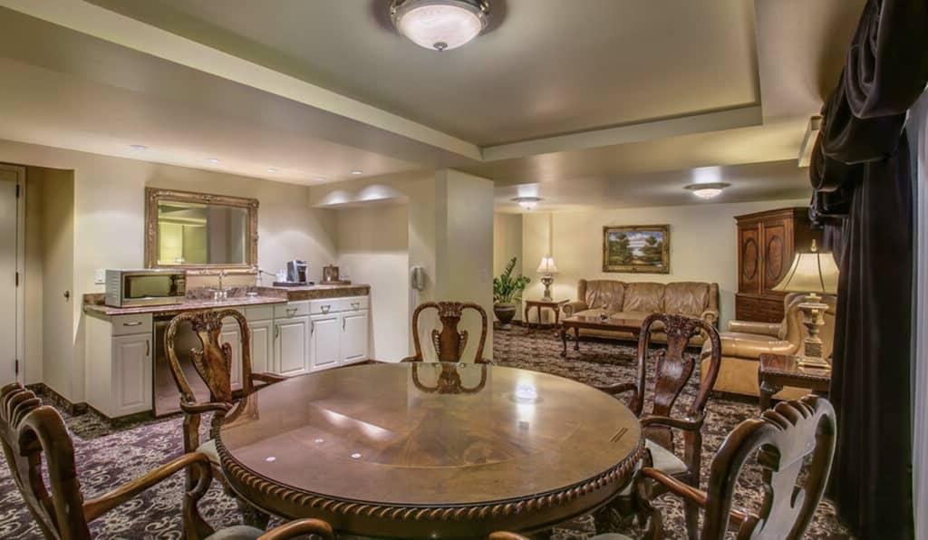 Table and Kitchenette | Historic Davenport