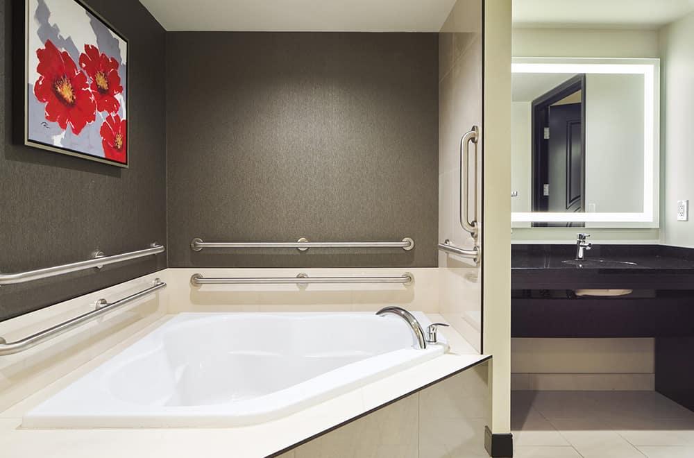 Bathroom | Bathtub | Davenport Grand