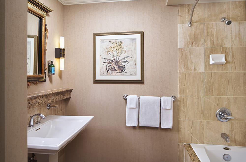 Davenport Lusso | Deluxe Bathroom