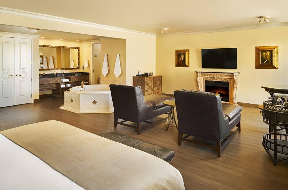 Davenport Tower | Honeymoon Suite | Living area