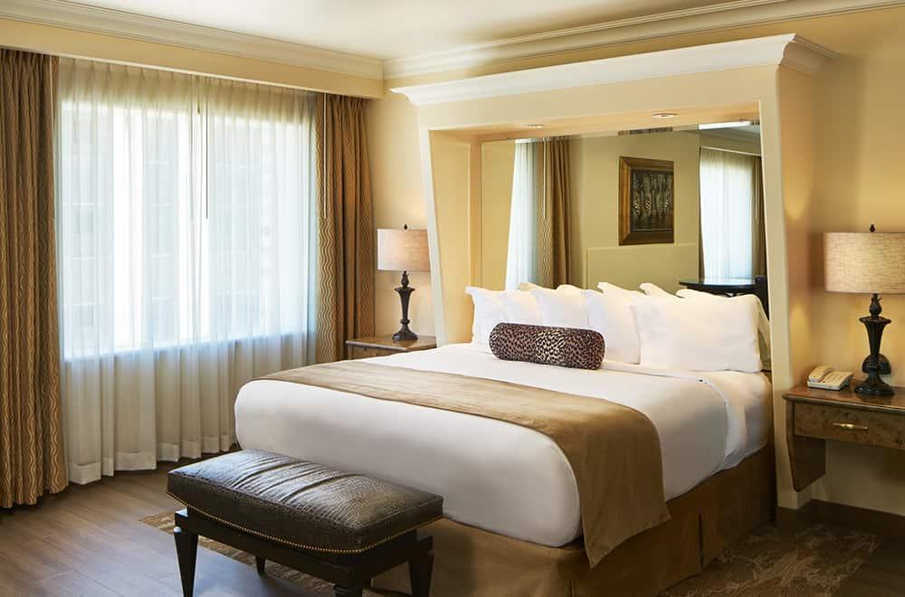 Davenport Tower | Honeymoon Suite | Bed