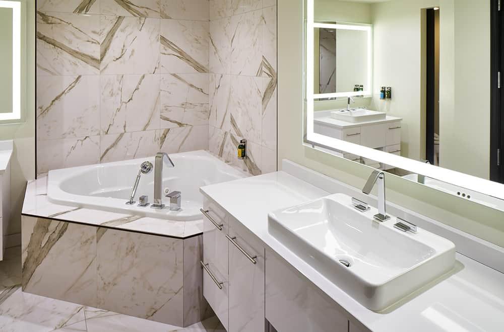 Governor Suite | Bathroom | Davenport Grand