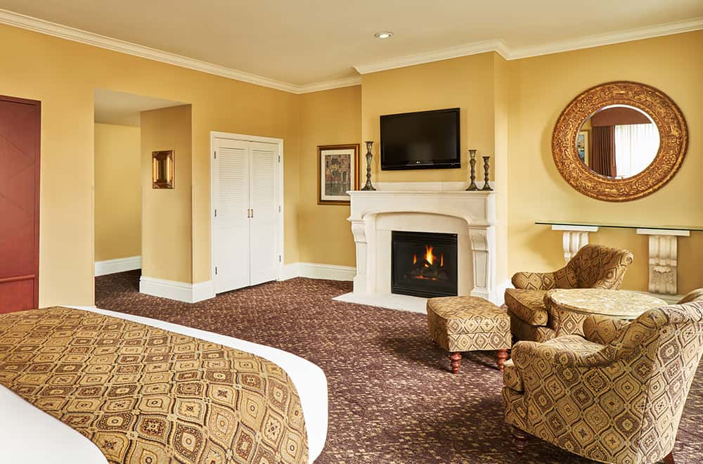 Davenport Lusso | Room Fireplace and chairs