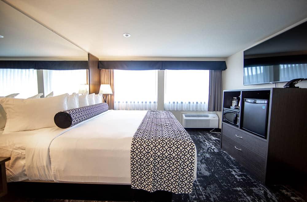Room| King Bed | Centennial