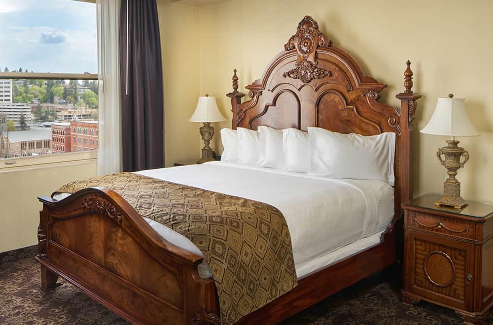 Queen Bed | Rooms | Historic Davenport