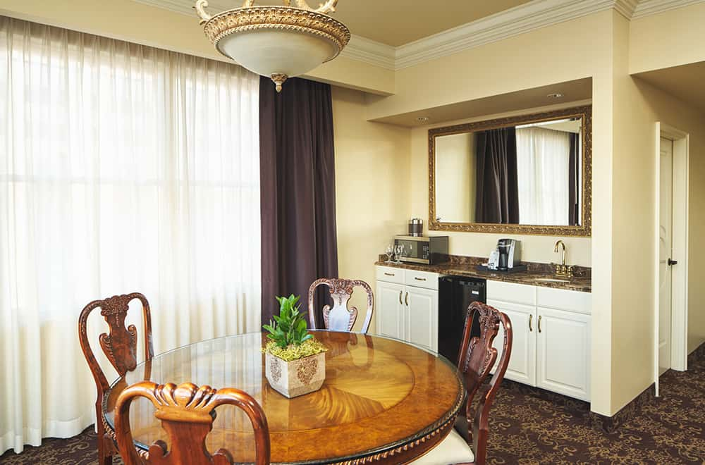 Circle table with chairs and kitchen area | Rooms | Historic Davenport