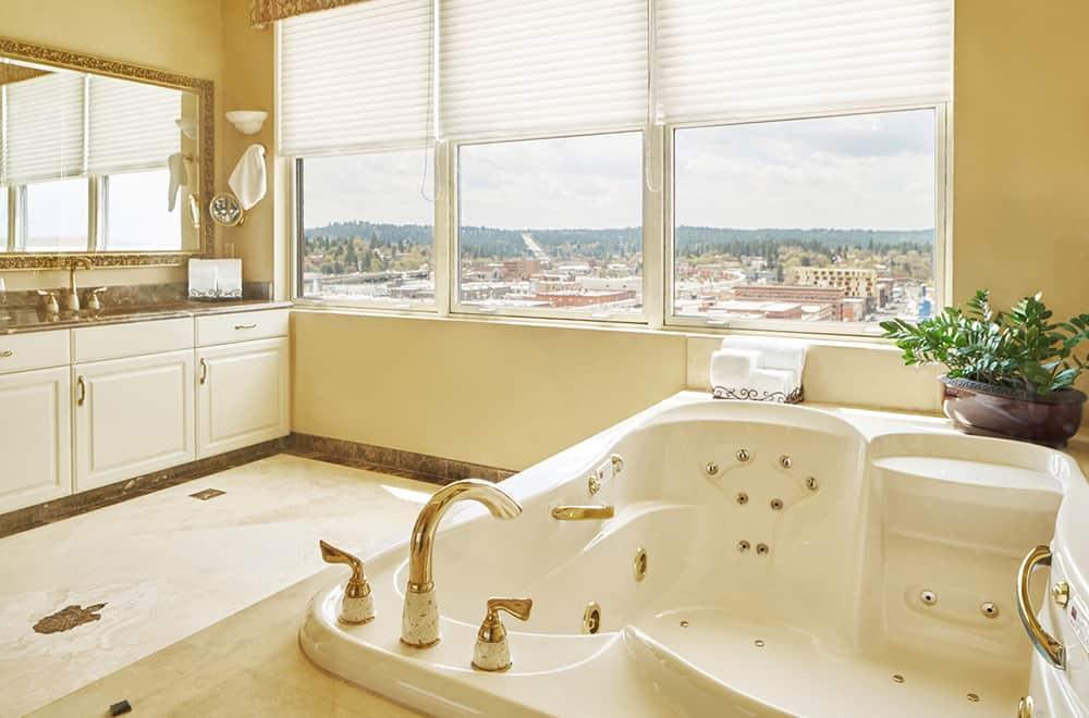 Bathtub | Rooms | Historic Davenport