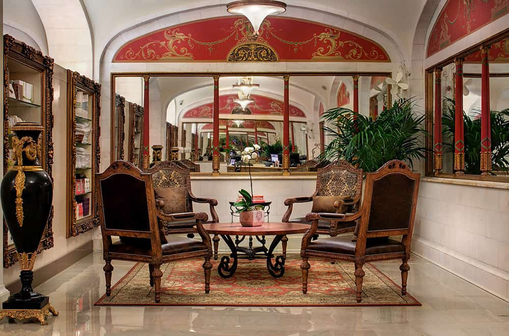 Spa | Round Table with chairs | Historic Davenport